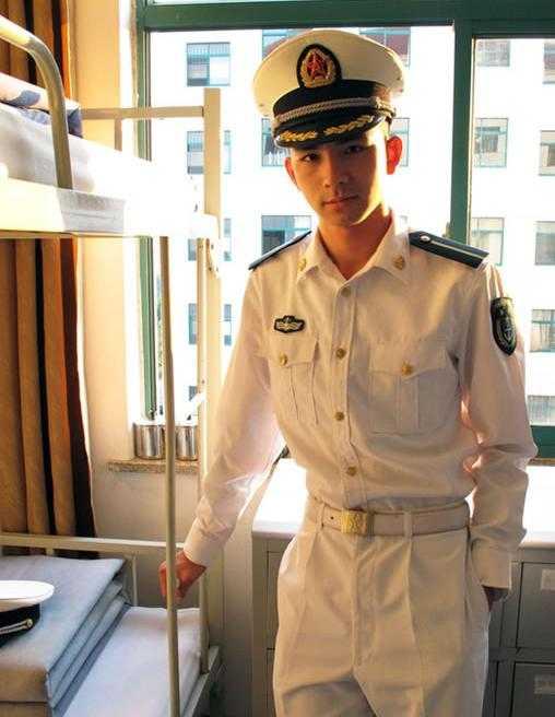 组图:中国的帅哥都当兵去了!